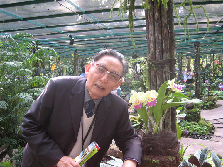 我国著名植物资源与植物化学家周俊院